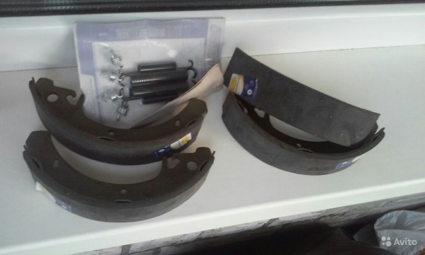 Комплект задних тормозных накладок