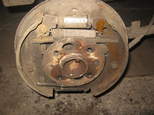 Механизм задних тормозов