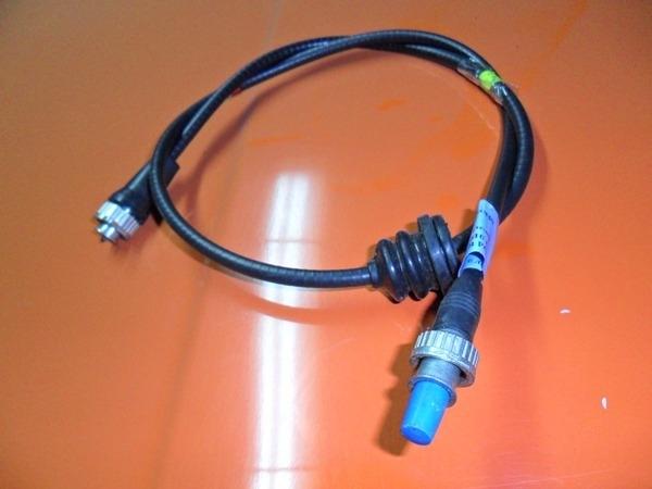 Тросик спидометра, рядом с которым выводим проводку